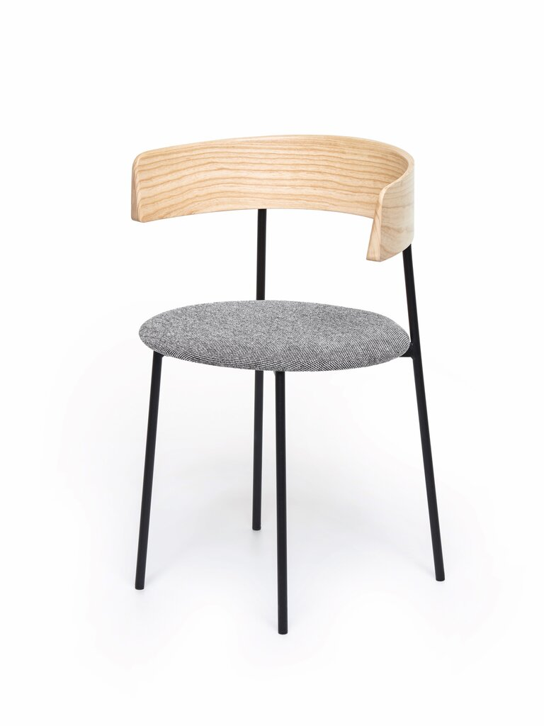 ch-028_friday_dining_chair_with_arms_-_natural_-_hallingdal_126_-_front