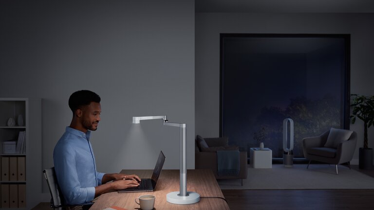Dyson Lightcycle Morph_Desk_white_lifestyle 5